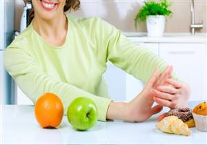 5 علامات تخبرك باتباع نظام غذائي غير صحي خلال العزل المنزلي.. أبرزها الإمساك