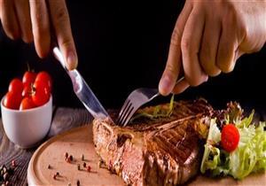 منها رائحة العرق.. علامات تنذرك بضرورة التوقف عن تناول اللحوم