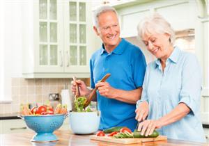 للوقاية من كورونا.. إليك النظام الغذائي الأمثل لكبار السن