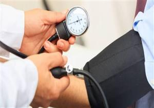 أبرزها الصداع.. 5 علامات تكشف مرضك بارتفاع ضغط الدم (صور)