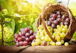 أيهما أفضل للدايت.. العنب الأخضر أم الأحمر؟