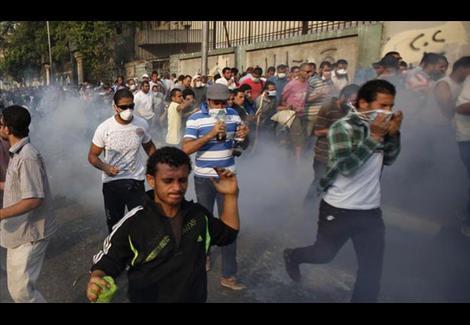 ''قانون التظاهر''.. بين عهد الإخوان وما بعد ''30 يونيو'' – (تقرير)