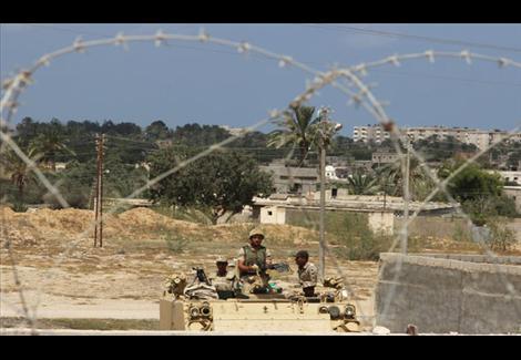 قطاع غزة محاصر بين مطرقة إسرائيل وسندان مصر