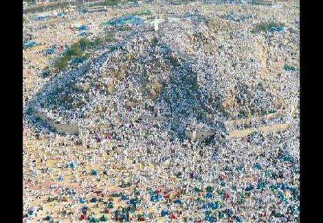 ''ونش'' لتصعيد أضخم حاجَّة تزن 286 كيلو جرامًا إلى عرفات