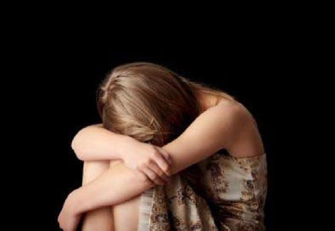 كينيا تعاقب 3 مغتصبين بقطع الحشائش.. والفتاة على ''كرسي متحرك''