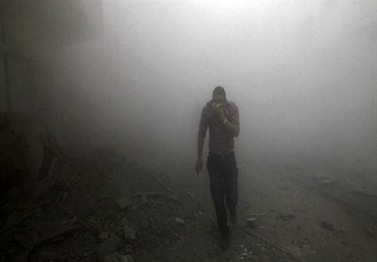 فصائل المعارضة السورية تحذر من قصف بالأسلحة الكيمائية غربي حلب