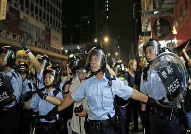 احتجاجات هونغ كونغ: صدامات بين الشرطة والمتظاهرين في حي مونغ كوك