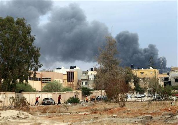 الجيش النظامي وقوات موالية للواء حفتر تتقدم إلى بنغازي في محاولة لاسترجاعها بالكامل