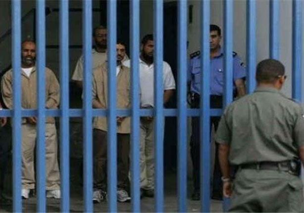 """هيئة فلسطينية: الاحتلال الإسرائيلي ينقل 3 أسرى من سجن """"ريمون"""" ويعزلهم"""