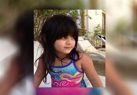 أقارب الطفلة زينة يتظاهرون أمام دار القضاء للمطالبة بإعدام المتهمين