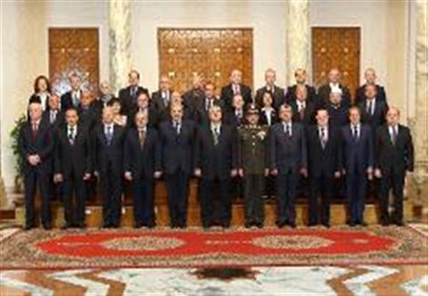 رئيس الوزراء المصري الجديد يضع استعادة الامن على راس اولويات حكومته