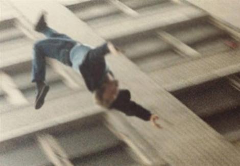 دعوى خلع تدفع عاطلا للانتحار من شرفة الطابق الثاني بالهرم