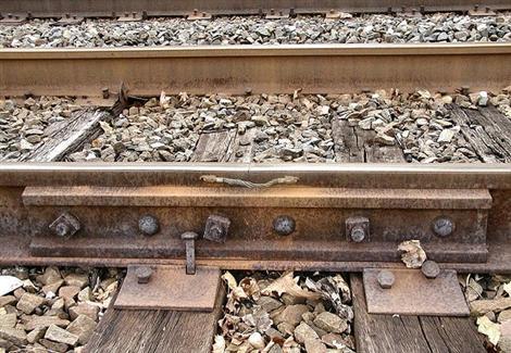 السكك الحديدية: حادث خروج قطار عن القضبان بسوهاج بسبب سرقة ''البلنجات''