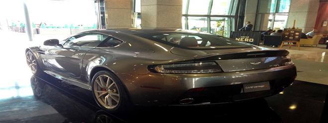 بالصور : شاهد معرض للسيارات الفاخرة فقط فى دبى