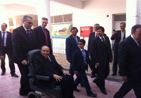 """""""أخٌ وقائدٌ عسكري ورجل أعمال"""".. رجال بوتفليقة الأقوياء في الجزائر"""