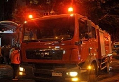 4 سيارات إطفاء تجابه نيران شقة في برج سكني بالوراق