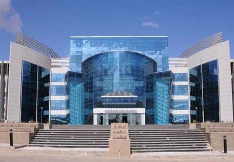 وزير التعليم العالي يرد على مزاعم سعي الدولة للسيطرة على جامعة زويل