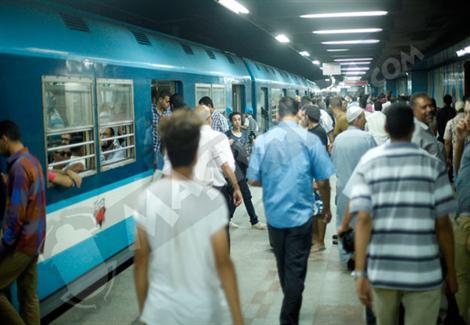 الشرطة تُعيد طفلًا تائهًا لأسرته بمحطة مترو الدمرداش