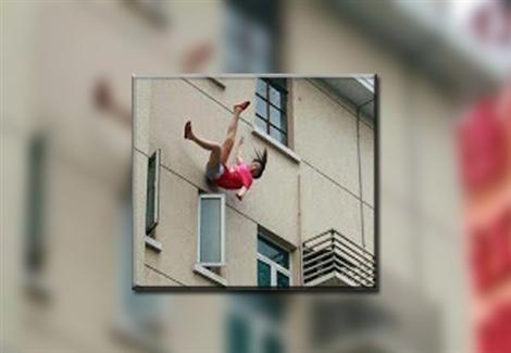 حاولت إقناع والدتها بتناول الدواء.. سقوط فتاة من الطابق الـ 13 في الإسكندرية