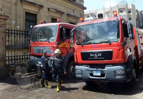 سيارتا إطفاء تخمدان حريق مخلفات بمحيط كلية الزراعة