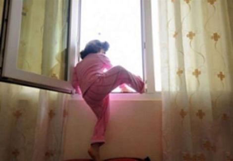 في آخر لحظة.. مواطن ينقذ طفلًا عقب سقوطه من الطابق العاشر