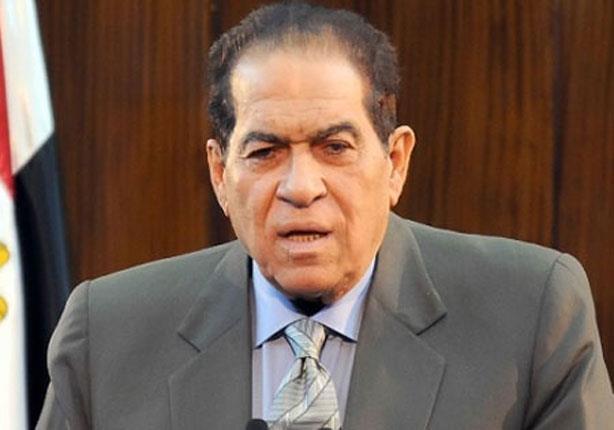 """""""الجنزوري"""" يُدلي بصوته في إحدى لجان """"مصر الجديدة"""""""