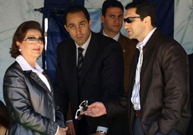 بعد خروجهما من السجن.. هل يتمتع نجلي مبارك بكافة حقوقهما؟