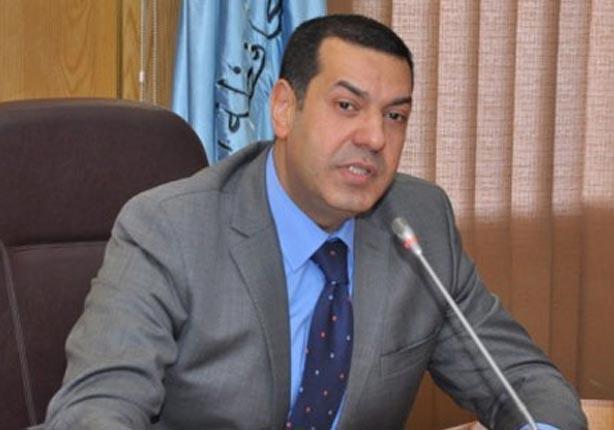 عبر الفيديو كونفرنس.. محافظ أسيوط يطالب بإجازة غدا لتسهيل انتقال العاملين