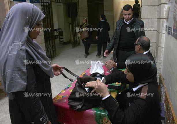 """""""المصري لحقوق الإنسان"""" يرصد توزيع رشاوى قبيل إغلاق باب الاقتراع"""