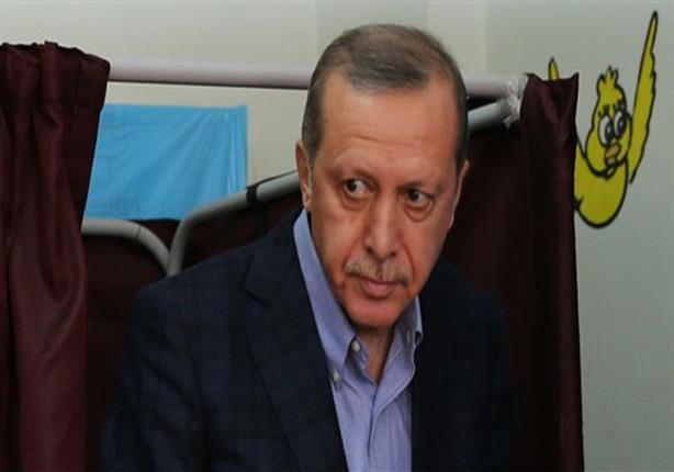 """إردوغان يحث البرلمان على تعديل الدستور.. ومنتقديه: """"يعزز نزعاته السلطوية"""""""