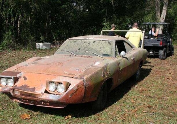 بالصور عرض سيارة قديمة صدئة للبيع بـ2 مليون جنيه مصراوى