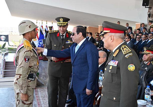 خريجو معهد ضباط الصف يؤدون يمين الولاء أمام الرئيس السيسي
