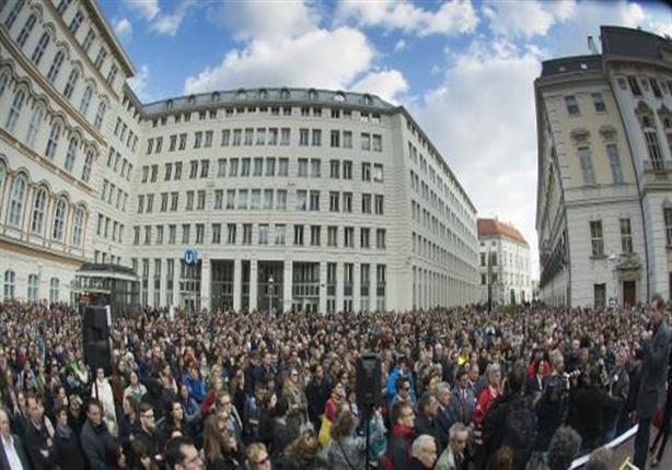 تظاهر الآلاف في فيينا للمطالبة بانتخابات مبكرة