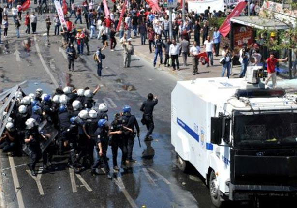 تركيا: العشرات من نشطاء اليسار يقتحمون ميدان تقسيم