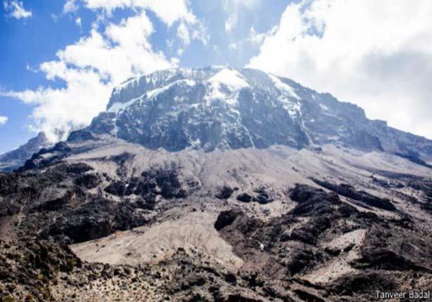 الأنهار الجليدية الساحرة فوق قمة جبل كليمنجارو