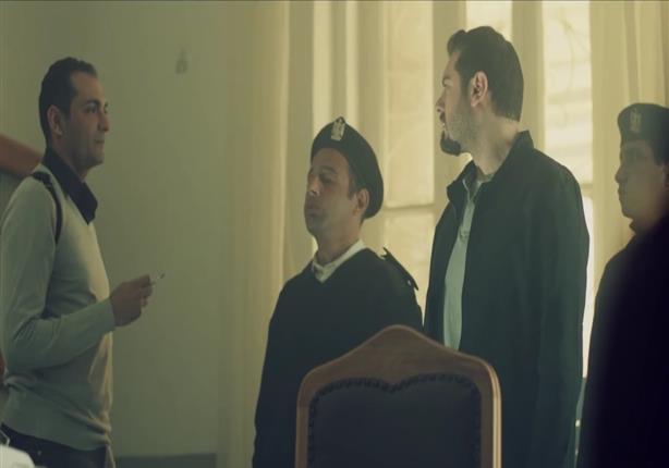 """بالفيديو- التليفزيون المصري يحذف مشهدا لضابط فاسد بـ""""ظرف إسود"""""""