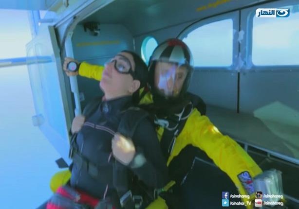 عبير صبري تثير رعب طاقم التجربة الخفية أثناء الهبوط من 5000 قدم
