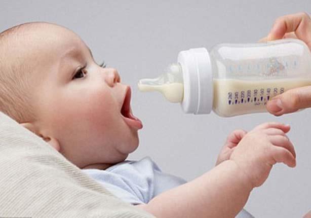 لبن الأم ينقل المواد السامة للرضيع! اكتشفِ