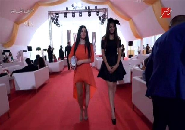 """فستان """"صافيناز"""" يثير إعجاب رامز واكل الجو وطاقمه"""
