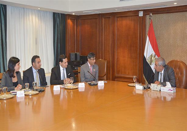 وزير الصناعة يعرض على شركة هندية للمنسوجات إقامة مصنع لها بمصر
