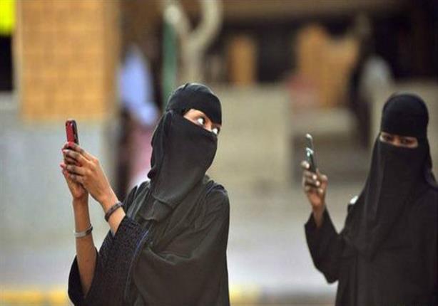 """الأوبزرفر: النساء السعوديات يأملن نهاية القيود """"الشريرة"""" على حريتهن"""