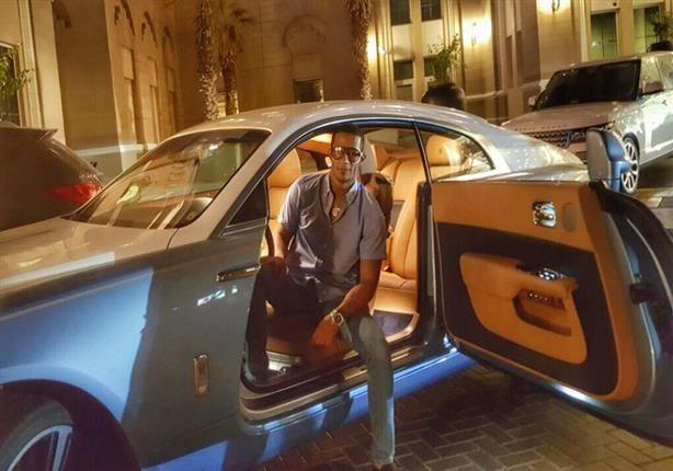 محمد رمضان في سيارته