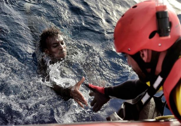 """إجلاء 9 مهاجرين من سفينة الإنقاذ """"أوبن آرمز"""" و98 لازالوا على متنها"""