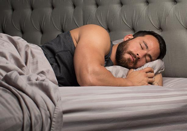 النوم بهذه الطريقة يساعد في بناء عضلاتك!