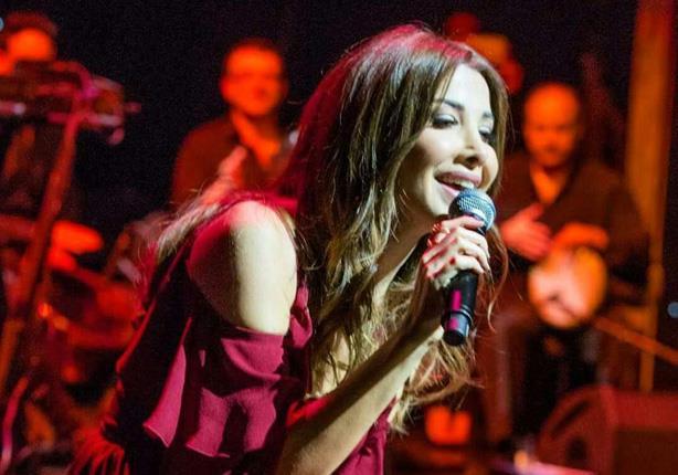 "فيديو| نانسي عجرم تبدأ حفل عيد الحب بـ""أنت مصري"""