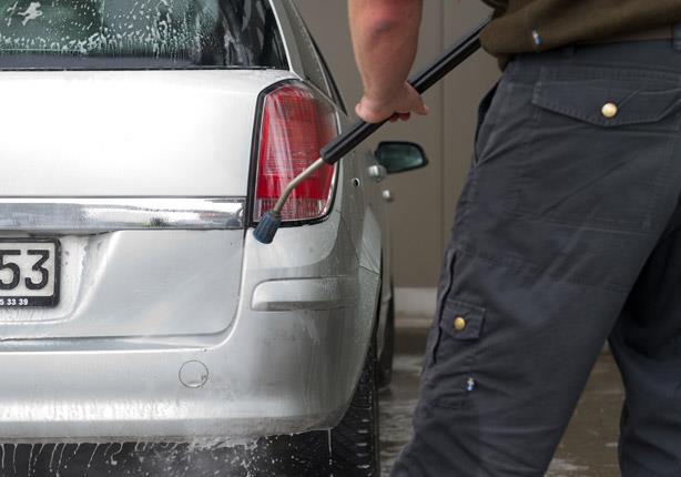 طريقة الدلوين لغسل السيارة وتلميعها بشكل مثالي