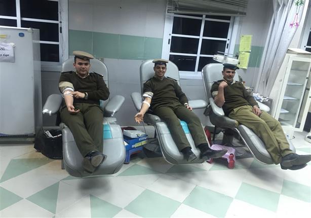 ضباط وأفراد ومجندي قوات أمن أسيوط يشاركون في حملة للتبرع بالدم