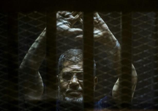 """""""أصيب بإغماء"""".. التليفزيون المصري يكشف تفاصيل وفاة محمد مرسي"""