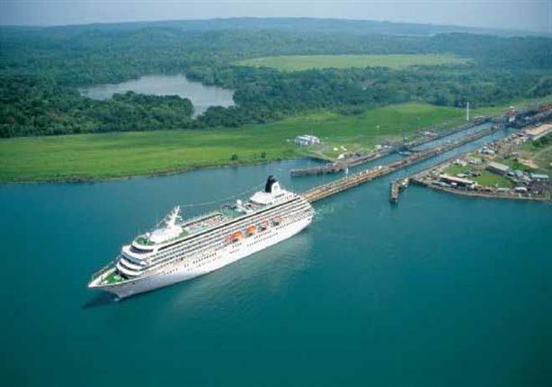 """سفينة سياحية على متنها مصابون بـ""""كورونا"""" تبدأ في عبور قناة بنما"""