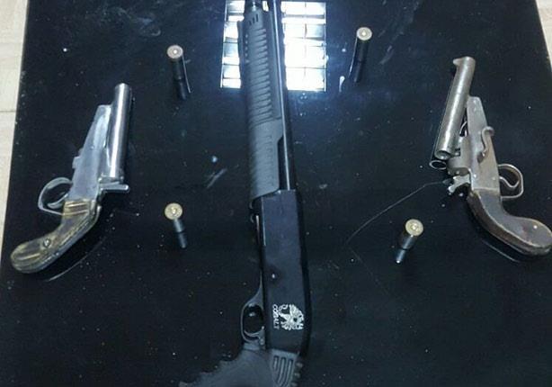 ضبط هارب من جريمة قتل ونجله بحوزتهما أسلحة نارية بأوسيم